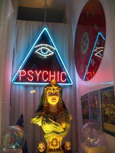 photo psychic shop